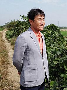 """Lotus Root Farmer"" Kim Dong-Woo of Season's Table"