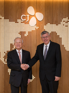 CJ Group Chairman Kyung-shik Sohn and Croatian Parliament Deputy Speaker Meet.