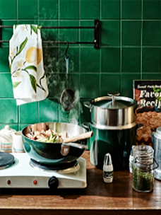 Image of Odense's cookware lines, Legodt Cook(left) and ALUM(right)>