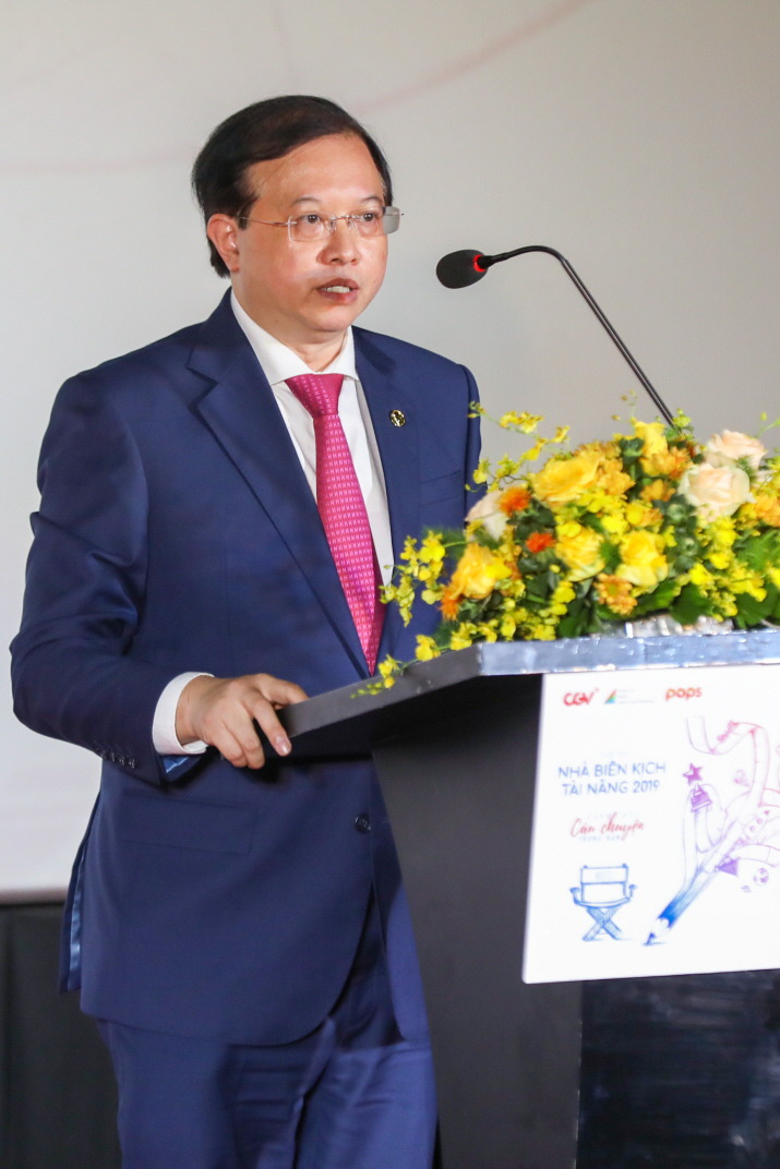 Vietnam's vice minister of culture, sports and tourism Ta Quang Dong is delivering a congratulatory speech at the Scenario Competition 2019