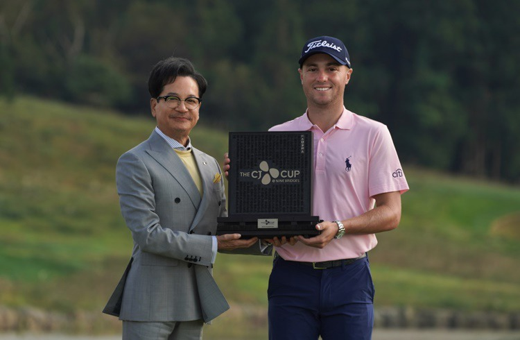 2019 THE CJ CUP winner Justin Thomas and CJ Group Chairman Lee Jay-Hyun