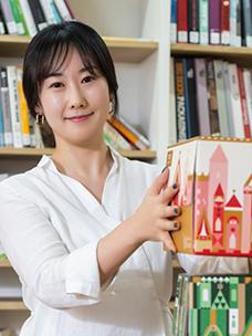 Jae-sook Sohn overseeing package design at Tous Les Jours